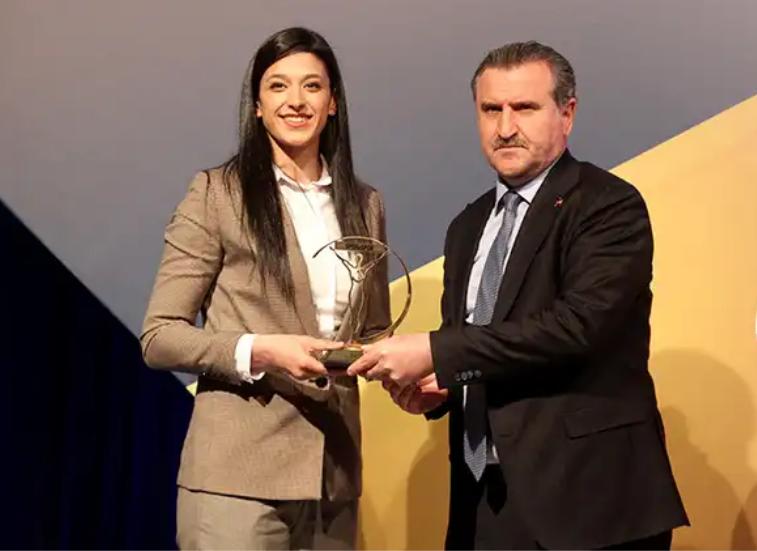 Milli Taekwondocu Nur Tatar Askari Yılın Sporcusu