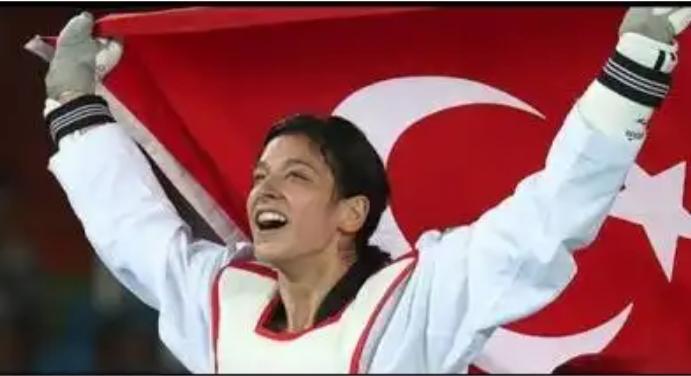 Taekwondocu Nur Tatar Askari, Yılın En İyi Kadın Sporcusu