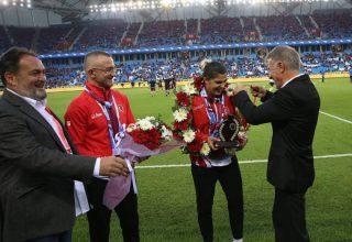 Trabzon Yönetiminden Busenaz Sürmeli'ye Ödül