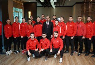 Dr. Mehmet Muharrem Kasapoğlu'ndan Milli takımımıza ziyaret